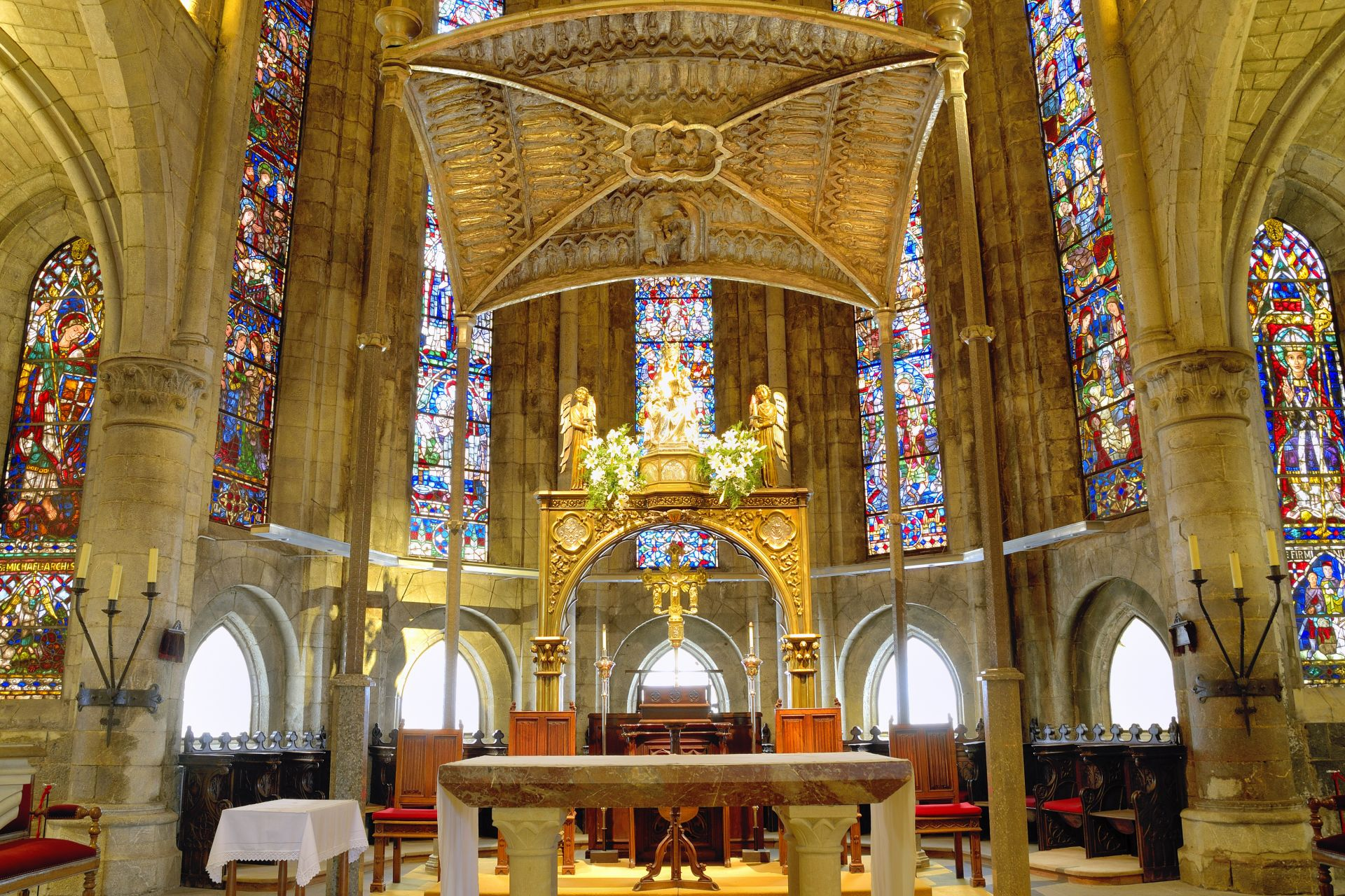 church, altar, mass, roncesvalles, stained glass windows, apse, temple, house of prayer, house of god, basilica, cathedral, architecture