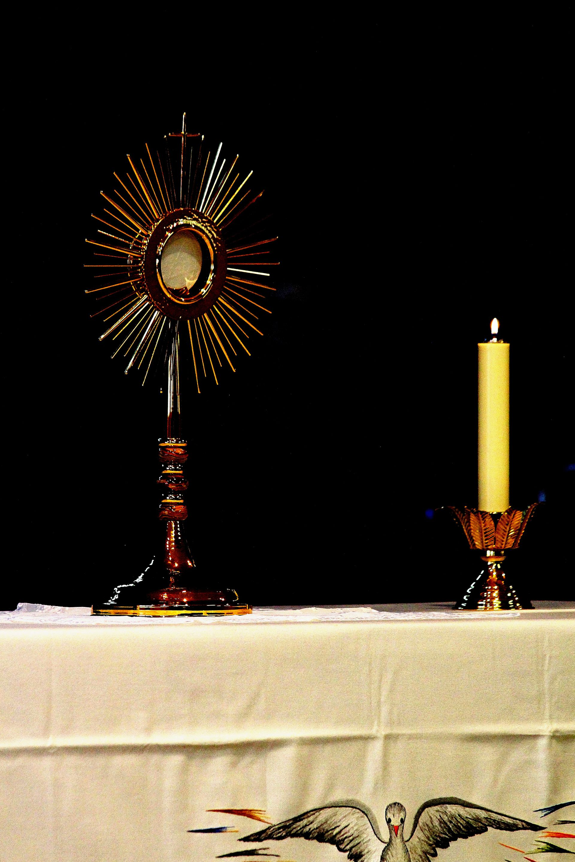 light, exposition, blessed sacrament, eucharistic adoration, holy hour, to worship, eucharist, bread of life, god, sir, bread from heaven, ostensorio, custody, sailing, fire, light, to illuminate