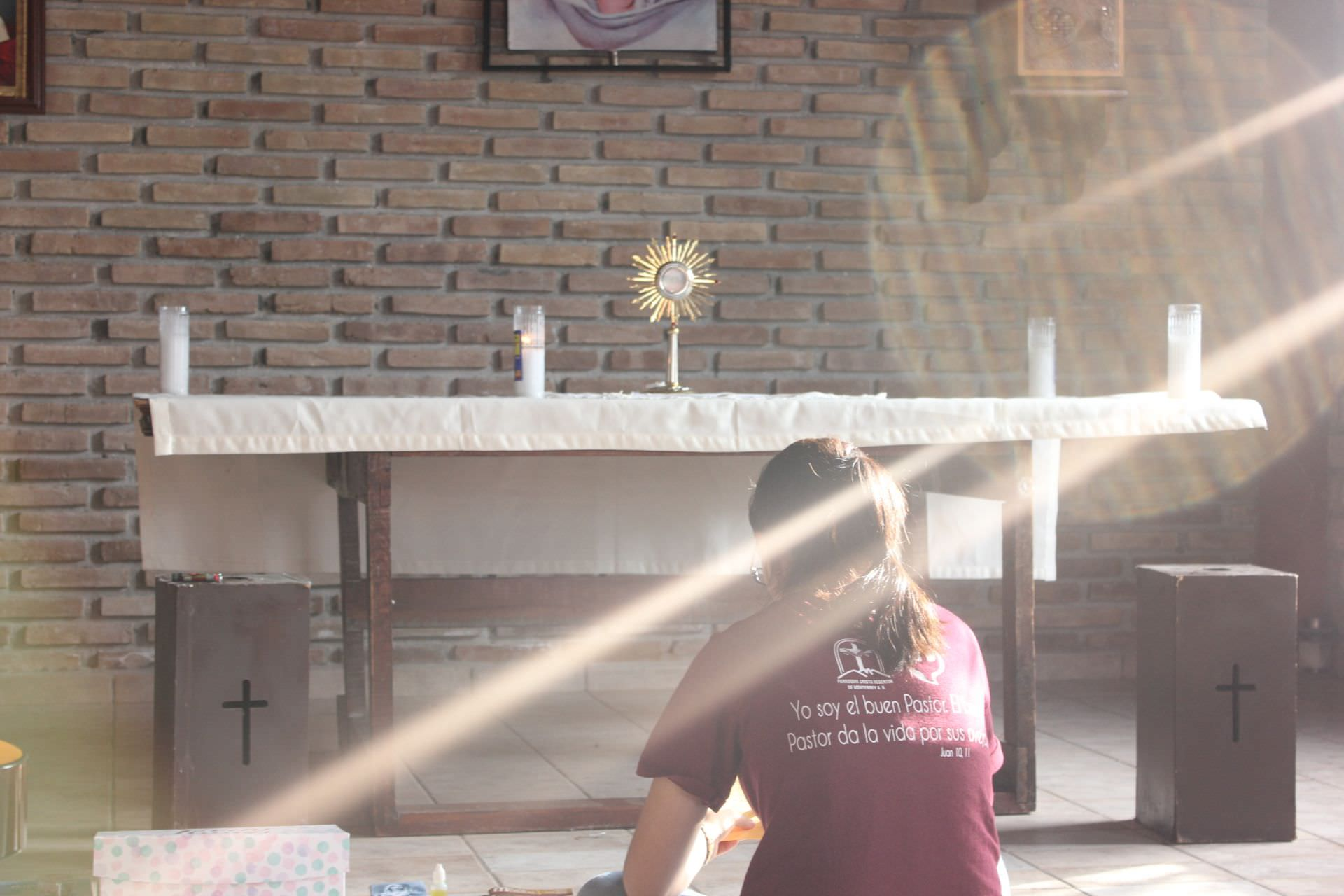 young, altar, god, , to worship, eucharist, blessed sacrament, worship, exposition, sun ray