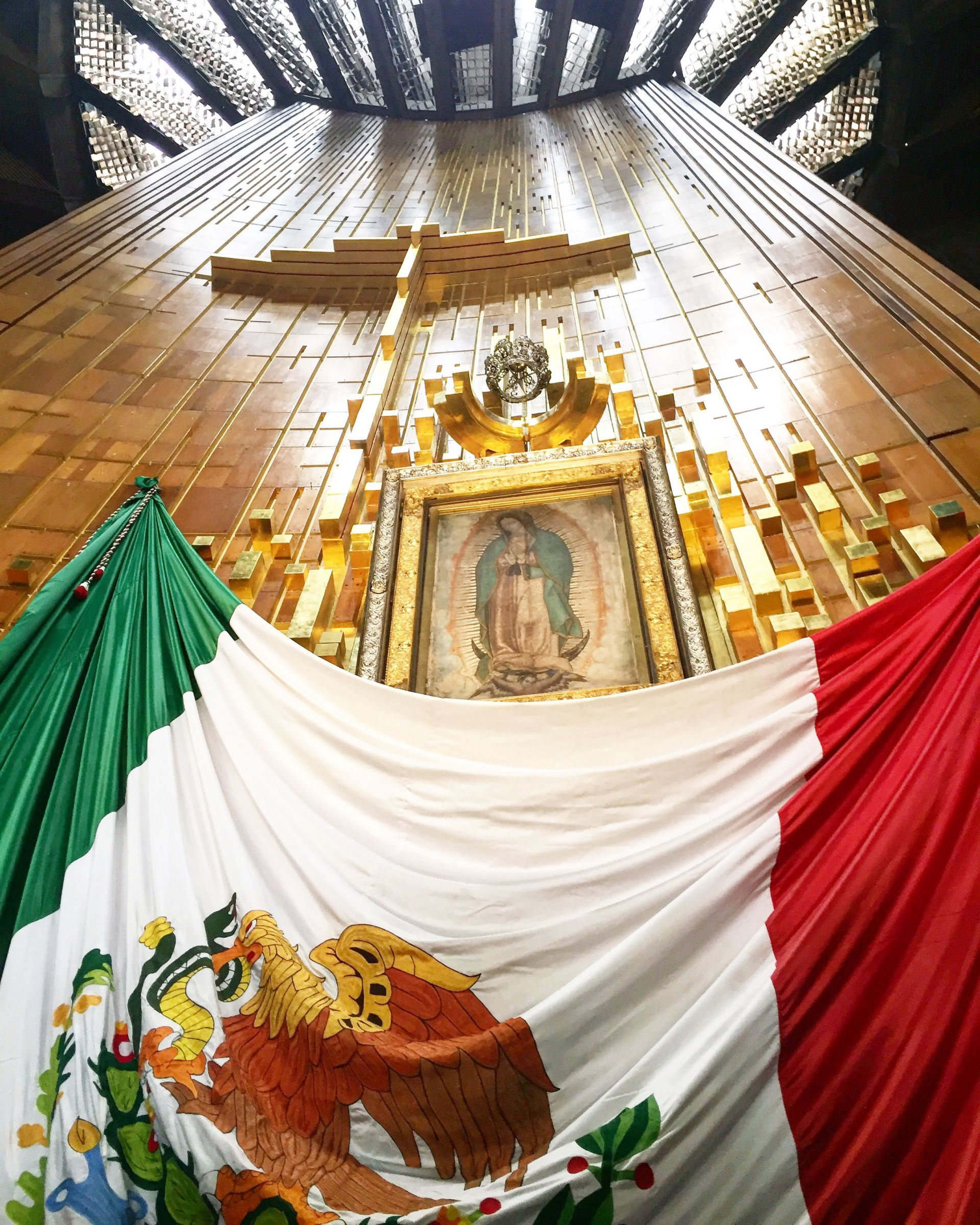 guadalupe39s virgin, queen of mexico, mexican flag