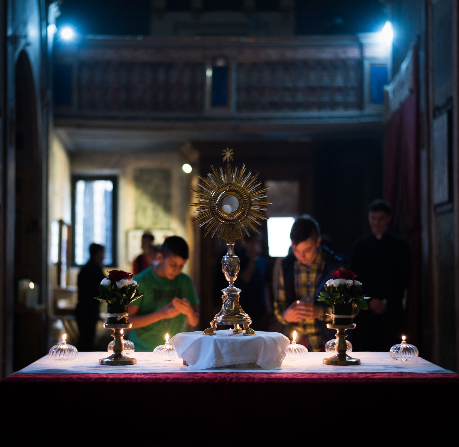 exposition, blessed sacrament, consecrated host, worship, to worship, eucharist, bread of life, god, king, sir, bread from heaven, ostensorio, body of christ, young boys, youth