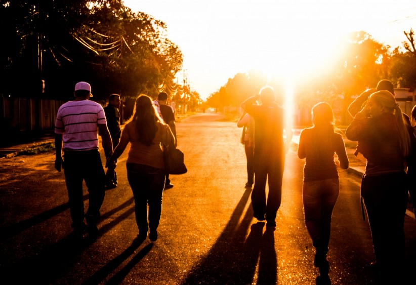 light, pilgrims, sun, walk, walk, path, path, send, to march, pilgrimage, pilgrim, walker, walking, steps, sunset, sunset, twilight, to become night, sunset, community