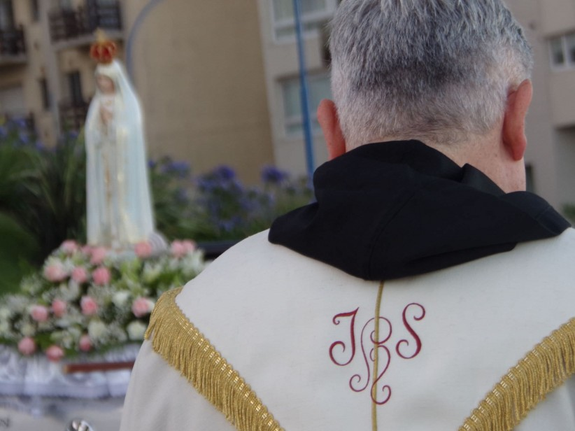 priest, care, casulla, procession, virgin of fatima, presbyter