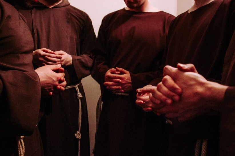 to pray, sentence, hands, timetable, francisco, brothers, community, franciscans