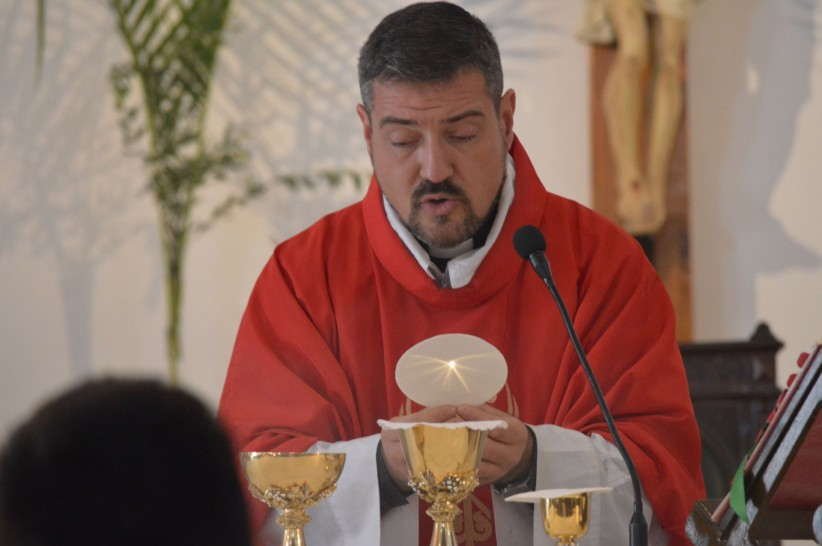 Eucharist, Christ, love, jesus, chalice, priest, consecration, mercy
