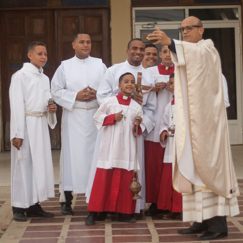 priest, joy, service, altar boy, photo, servers, selfie