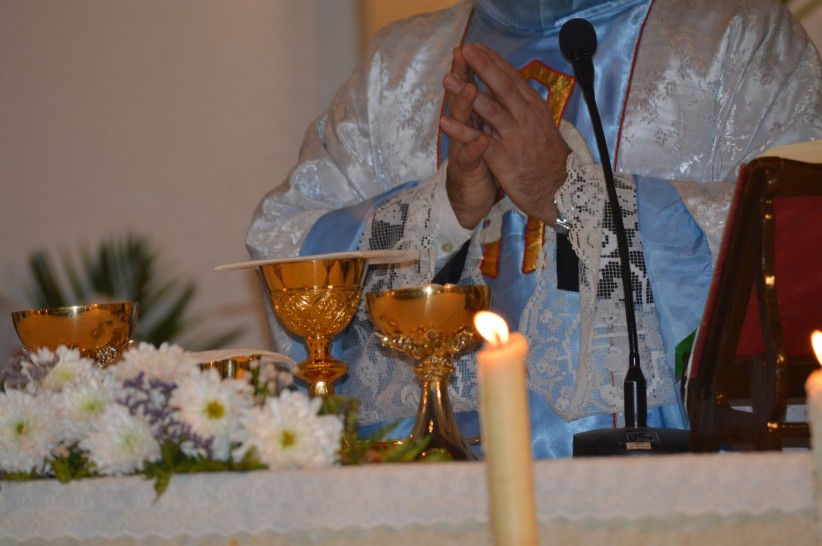 eucharist, christ, hands, sailing, jesus, chalice, priest, consecration, body, altar, holy, gospel, spirit, candle, fire, visitors, alive, blood, care, casulla, patena