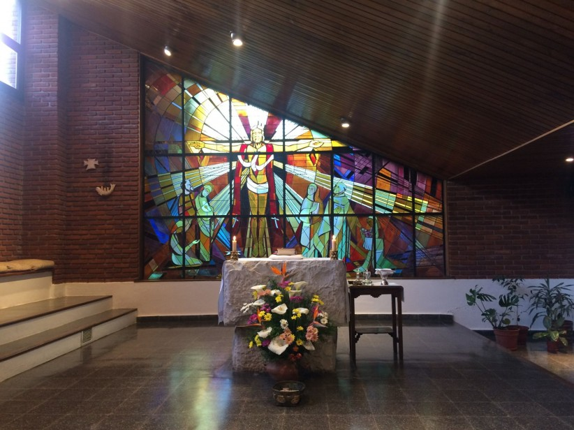 altar, chapel, stained glass, carmelitas, nuns, flowers, cross, light
