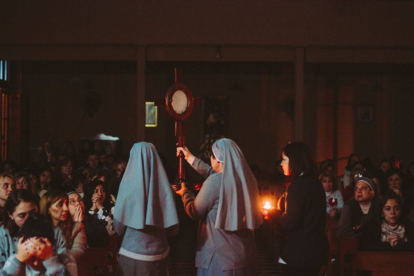 light, to pray, sentence, candles, timetable, worship, look, sisters, community