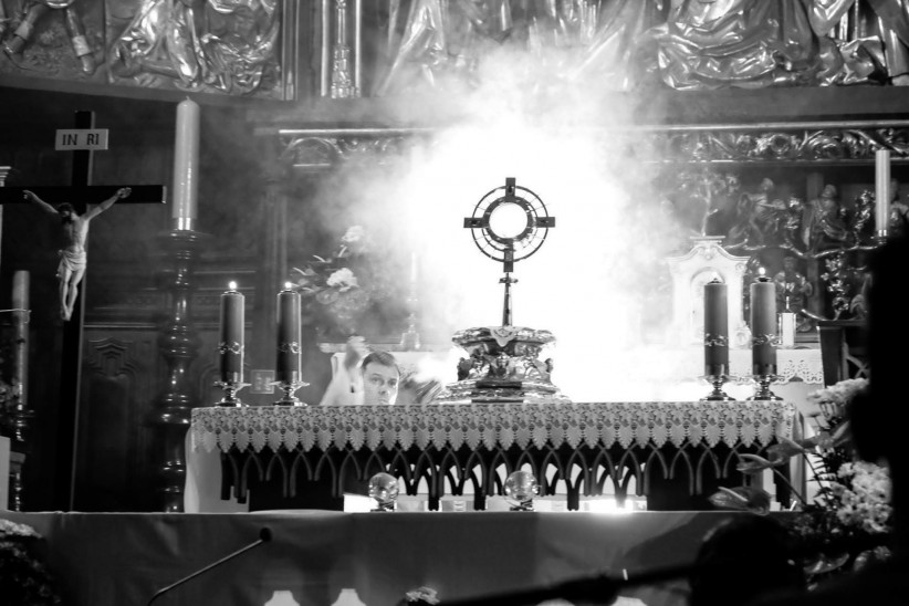 eucharist, jesus, incense, worship, god, santisimo sacramento, bread of life, consecrated host
