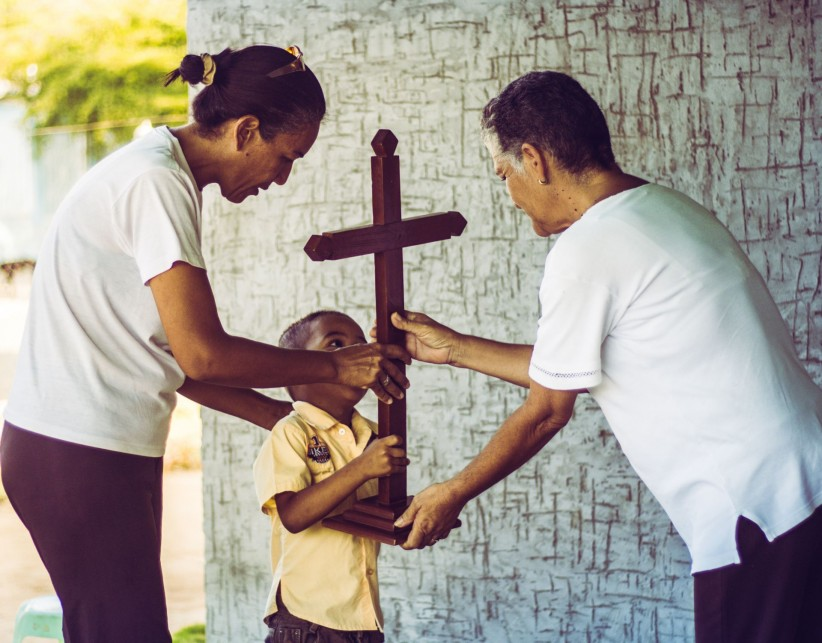 cross, nino, viacrucis, community, missionaries