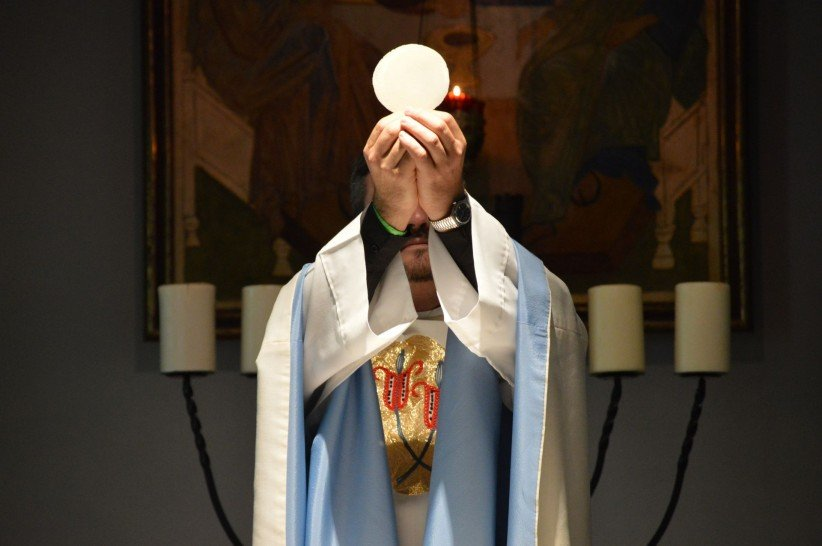 eucharist, christ, hands, love, jesus, priest, consecration, body