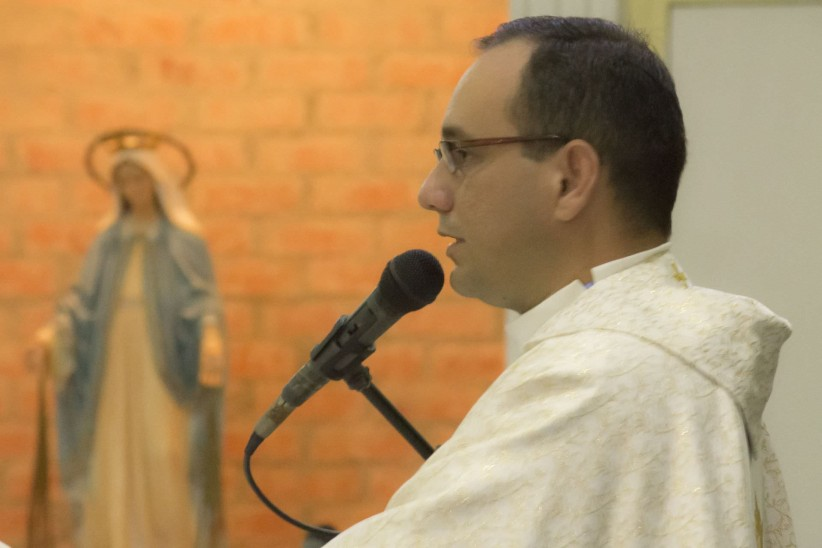 priest, gospel, homily, care, seems, chat
