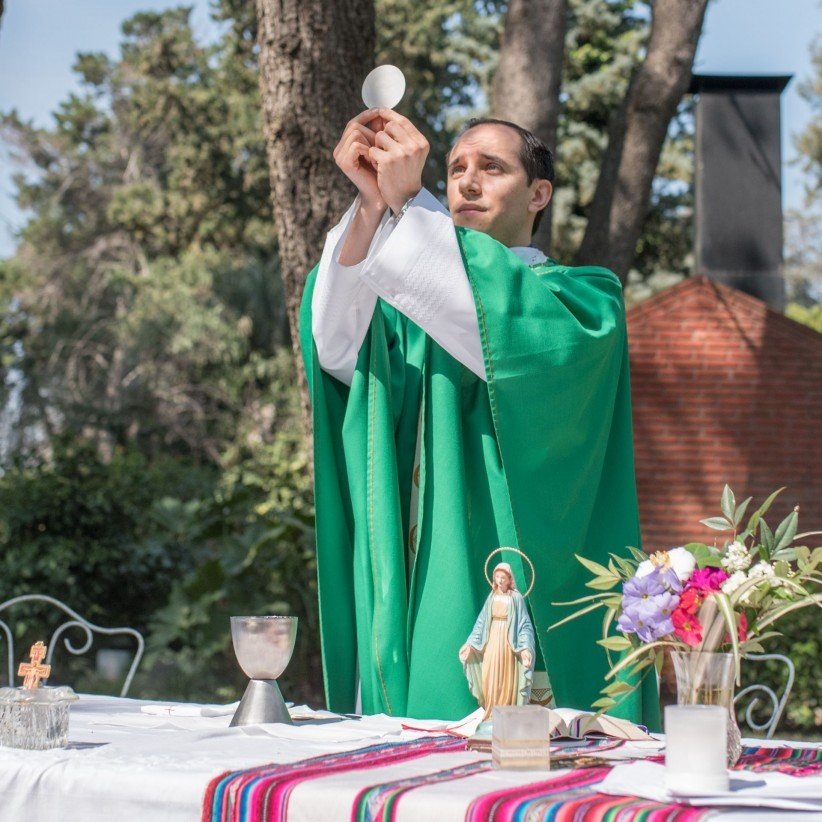 Eucharist, priest, consecration, mass, visitors, green, air, free