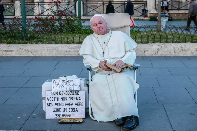 pope francisco,  , street performer